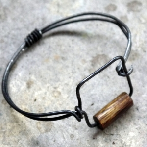 Steel wire wooden bead square bangle